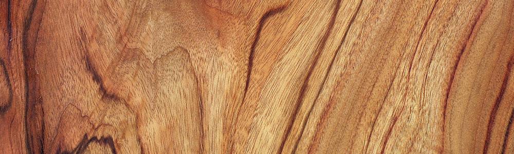 Holzobjekte und Konstruktionen